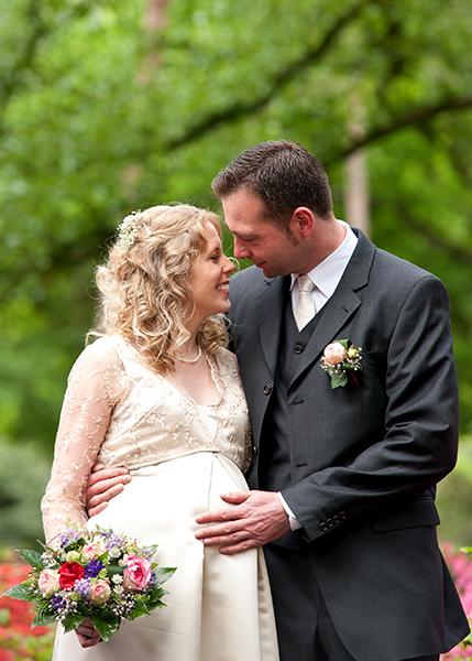 Mann und Frau schauen sich in die Augen