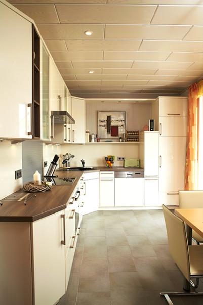 Typische Küchenzeile in Einfamilienhaus