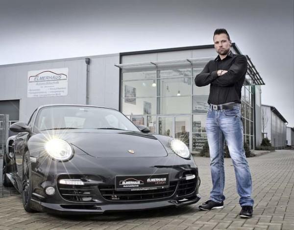Autohändler präsentieren Sportwagen