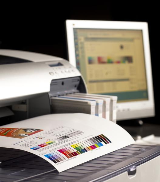 Visualisierung des Prozesses zum Farbmanagement am Drucker und Bildschirm