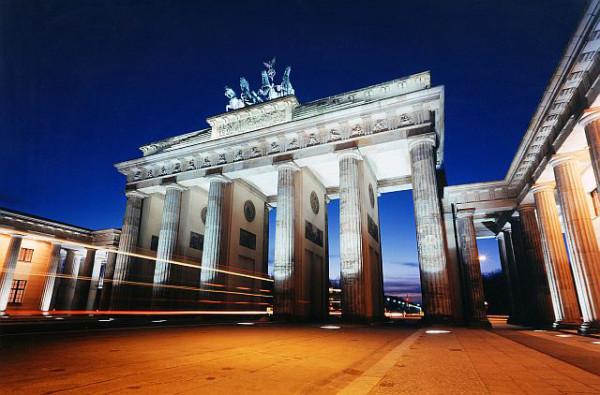 Architekturaufnahme des Brandenburger Tors bei Nacht