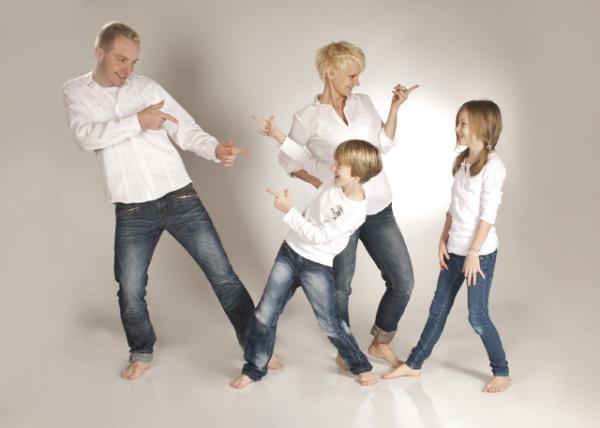 Tanzende Familie