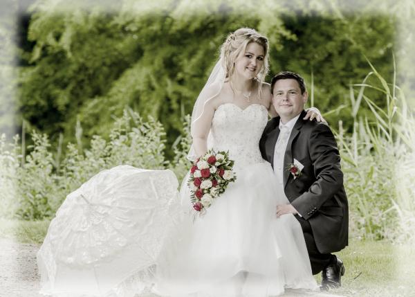Hochzeitsbild im Grünen