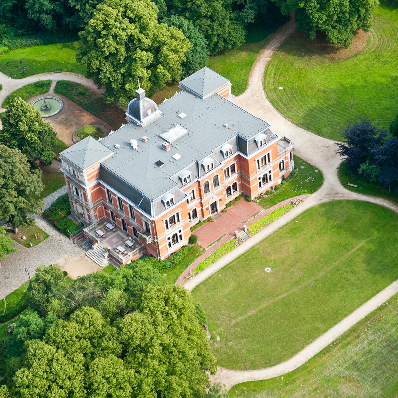 Luftbild des Etelser Schloss und des Schlossparks